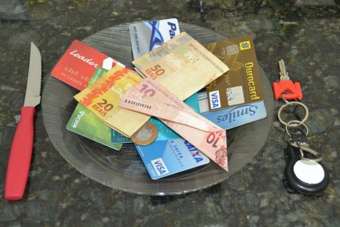 Bancos Apresentam Proposta para Financiamento do Cartão de Crédito
