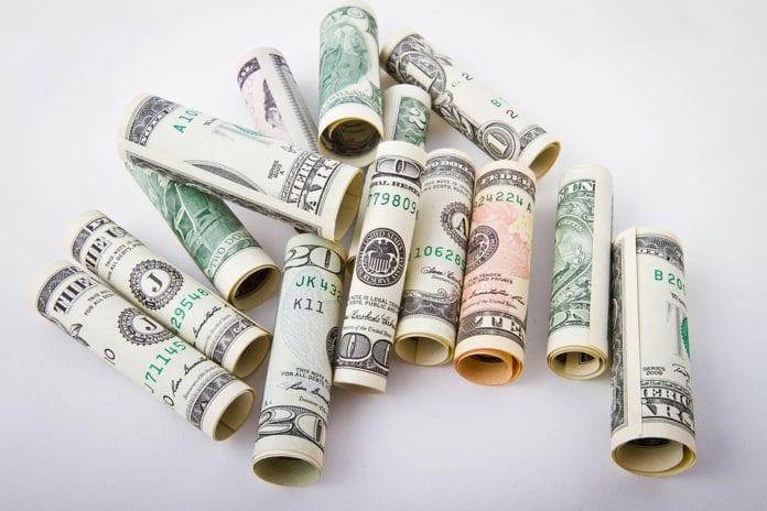 Semana Termina com Dólar Pressionado para Baixo