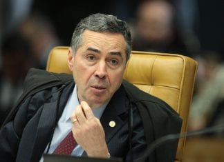 PT é Proibido de Apresentar Lula Como Candidato
