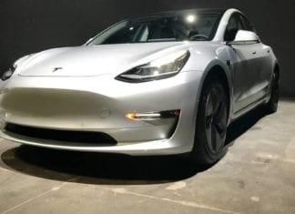 Tesla Lança Sedan Elétrico de U$35, Mil Vendas Apenas Online