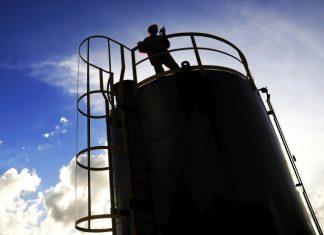Para analistas preço do petróleo deve ficar negativo a medida que o mundo tem menos espaço de armazenamento